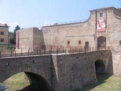 Rocca Malatestiana, Fano (PU) - #arte #storia #cultura #vacanze #pesaro #urbino Rook, Italia, Culture, Walking