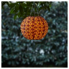 IKEA SOLVINDEN LED solar-powered pendant lamp Globe orange& 30 cm Helping you save energy and reduce your environmental impact because it is powered. Outdoor Party Lighting, String Lights Outdoor, Outdoor Lamps, Ikea Outdoor, Ikea Design, Diy Solar, Solar Led, Red Art, Affordable Furniture