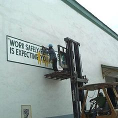 it's only a mission statement Safety Pictures, Cool Pictures, Cool Photos, Funny Pictures, Health And Safety Poster, Safety Posters, Safety Fail, Construction Fails, Work Fails