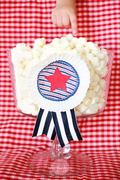 Patriotic Cupcake Liner decor from Sweet Rose Studio #FourthofJuly #MemorialDay