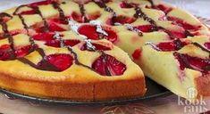 Je flanst deze cake zó in elkaar! We smachten bijna iedere dag wel naar een stuk taart of cake. Helaas is het schuldgevoel dat we krijgen, nadat we ons tegoed hebben gedaan aan een calorieënbom, niet voor de poes. Gelukkig zitten er een heleboel aardbeien in deze cake, waardoor we ons net wat minde