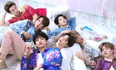 """When cheesy Jungkook flirting with Jimin which is a shy boy.I'm Jungkook"""" Jungkook reached out his hand to the shorty boy. Jimin Jungkook, Kim Namjoon, Bts Bangtan Boy, Seokjin, Suga Wallpaper, Taehyung Wallpaper, J Pop, Park Ji Min, Jung Hoseok"""
