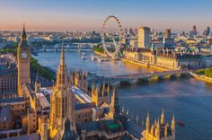 The capital city of England and the United Kingdom, London is a beautifully settled on the River Thames; the old harmoniously combines with the new. City Of London, London Pubs, London Eye, Big Ben, Covent Garden, Palais De Westminster, Rio Tamesis, Flights To London, Famous Buildings