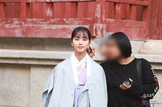 Kim So Hyun Fashion, Kim Sohyun, Actors & Actresses, Raincoat, Jackets, Rain Gear, Down Jackets, Jacket, Rain Jacket