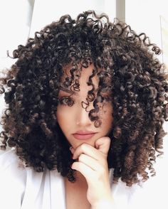 "15.6k Likes, 376 Comments - J E S S I C A  A N D R A D E (@jessicaandradeoficial) on Instagram: "" #cachos #hair #cabelo #curlyhair #curls"""