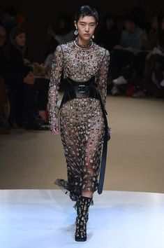 Alexander McQueen Fall 2018 Ready-to-Wear Collection - Vogue Boho Fashion,  High 1f696836d3b