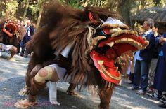 撮影者:安岡義之秋の収穫を感謝して、獅子舞奉納があり、獅子を先頭に神幸祭が盛大に行なわれた。