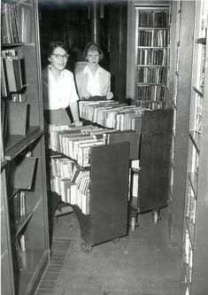 I remember! We had these carts in our school library. I grade, we could take a library course and re-shelve books in our spare time. I Love Books, Good Books, Books To Read, My Books, Library Humor, Library Books, Photo Library, Library Science, Vintage Library