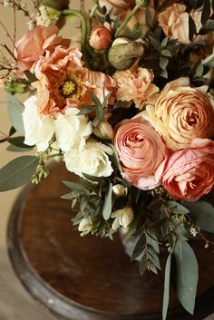 Center of attention-Ana Rosa Fresh Flowers, Beautiful Flowers, Dame Nature, Gardenias, Colorful Roses, Floral Arrangements, Flower Arrangement, Planting Flowers, Wedding Flowers