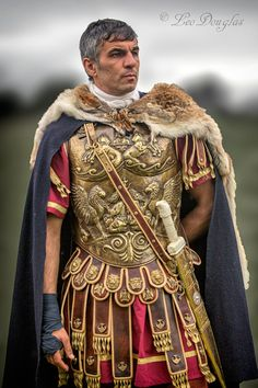 Roman ceremonial armour and leather tunic Roman Armor, Roman Centurion, Art Roman, Rome Antique, Ancient Armor, Roman Warriors, Roman Legion, Empire Romain, Roman Era