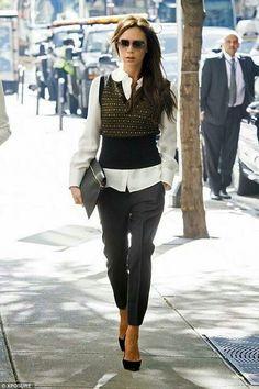@victoriabeckham lleva un outfit formado con prendas de la colección F/W 2014 de @LouisVuitton  #AGDLM #fashion #moda #VictoriaBeckham #LouisVuitton