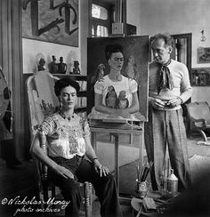 """Frida painting """"Me and My Parrots,"""" with Nickolas Muray."""