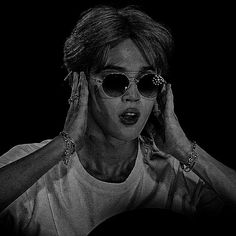 Foto Bts, K Pop, Beautiful Girl Drawing, Jimin Hot, Love Park, Jimin Wallpaper, Jennie Blackpink, Cute Icons, Jikook