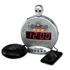 """Bom wekker alarm een origineel kadogeschenk  Een coole """"bom"""" wekker met een doodshoofd op de bovenkant, die opgloeien als het alarm afgaat. Deze stoere alarm klok heeft de wil om jou te wekken. Verslapen met deze wekker is verleden tijd. Als het niet lukt met het geluid van 113 decibel, dan heeft deze alarmklok nog meer in petto voor je; namelijk de bedshaker. Een trillend gedeelte die je onder je kussen of onder je matras kan stoppen."""
