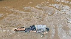 Durante a tarde desta quinta-feira (06), populares avistaram um corpo de um homem caído, aparentemente sem vida, dentro do Igarapé 2 de ...
