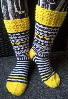 Hobbies And Crafts, Diy And Crafts, Cool Socks, Knit Or Crochet, Yarn Crafts, Knitting Socks, Leg Warmers, Mittens, Barn