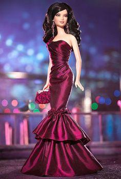 Rhapsody à New York ™ Barbie® Doll De l'East River à l'Hudson, de Battery Park à Harlem et au-delà, Manhattan offre toujours le nec plus ultra de l'art, la culture et la mode.  La quintessence de New Yorker se complaît dans les lumières éclairent Que le meilleur de tout.  Que ce soit hors du théâtre ou le dîner et la danse, Broadway bébé est toujours parfaitement vêtue.: