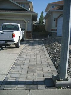 Cheap Landscaping Ideas to Make Your Yard Sensational Cheap Landscaping Ideas, Driveway Landscaping, Driveway Pavers, Cheap Driveway Ideas, Diy Driveway, Asphalt Driveway, Shade Landscaping, Paver Walkway, Landscaping Rocks