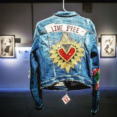 Painted Jeans, Painted Clothes, Demin Jacket, Embroidered Jacket, Embellished Jackets, Denim Art, Denim Ideas, Altered Couture, Denim Fashion