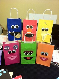 """Pinner said: """"I made these goody bags for a Sesame Street birthday party. Sesame Street Party, Sesame Street Birthday, Elmo Birthday, 3rd Birthday Parties, Birthday Ideas, Bolo Elmo, Elmo Party, Goody Bags, Favor Bags"""