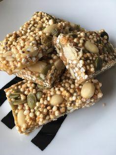 Como parte de los deberes que teníamos que hacer como parte del curso de nutrición, pense en probar hacer barritas de cereales y semillas, que pudiesen servir de snack post o pre entreno así como i…