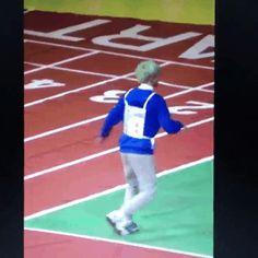 rip my heart with yoongi's lil grandpa run to attack hoseok~~
