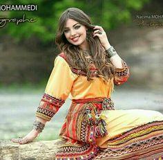 Femme Kabyle #TraditionalAlgerianOutfits #TraditionalAlgerianDresses #AlgerianFashion #Tradition #Fashion #Mode #HauteCouture #Costume #ModeAlgerienne #Algeria #Algerie #Djazair #dzair #dz الجزائر# #unesco #patrimoine #Culture #Arab #3arab #Arabe #Amazigh #Berbere #Imazighen #World #burnous #karakou #badroun #blouza #chedda #robekabyle #fergani #tasdira #caftanalgerien #fetla #gold #or #bijoux #jewelry #الملحفة_الشاوية + #الحلي_الجزائري التقليدي #اقوال_جزائرية #محرمة_الفتول_التقليدية_الجز