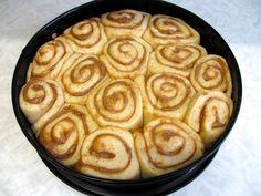 Meyers (stærkt vanedannende) kanelsnurrer! – foodinmybelle Köstliche Desserts, Sweets Recipes, Delicious Desserts, Cake Recipes, Cooking Recipes, Yummy Food, Danish Food, I Love Food, Food Inspiration