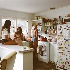 Inspiração - Ideia de fotos com amigas Best Friend Goals, Best Friends, Friends Girls, Girlfriends, Bff Girls, Girls Time, Apartment Goals, Apartment Ideas, Friends Apartment