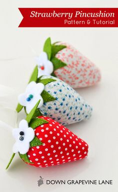 Quick DIY Gifts You Can Sew - Strawberry Pincushion - Best Sewing Projects for Gift Giving and Simple Handmade Presents - Free Sewing Patterns Easy Diy Sewing Projects, Sewing Tutorials, Sewing Crafts, Sewing Patterns, Tatting Patterns, Craft Projects, Pincushion Tutorial, Sewing Accessories, Free Sewing