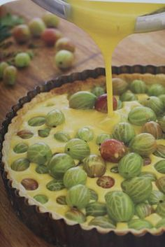 In season in May - Gooseberries! Scrummy pudding in the form of gooseberry tart Sweet Pie, Sweet Tarts, Gooseberry Tart Recipes, Pie Dessert, Dessert Recipes, Biscuits, No Bake Cake, Just Desserts, Sweet Recipes