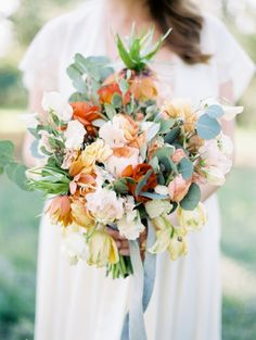 Poppy and pink floral wedding inspiration | Photo by Whitney Neal | Read more - http://www.100layercake.com/blog/?p=68228
