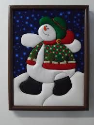 Resultado de imagen para cuadros en falso patchwork navideños Snowman Quilt, Christmas Crafts, Christmas Ornaments, Advent Calendar, 3 D, Patches, Quilts, Halloween, Holiday Decor