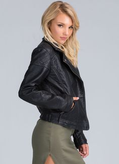 Let us help you look like a total bad ass babe with this faux leather jacket. Perfect for your edgy outfit.