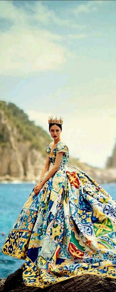 "Soo beautiful colors/Dolce & Gabbana Alta Moda Fall/Winter 2015 couture show in Capri, ""La Canzone Del Mare"" photographed by Boo George for Vogue Japan October via trendhunter Haute Couture Style, Couture 2015, Vogue Japan, Foto Fashion, High Fashion, Beautiful Gowns, Beautiful Outfits, Gorgeous Dress, Fashion Fotografie"