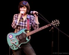 What kind of gibson is this? Carrie Brownstein, Music Pictures, Carry On, That Look, Guitar, People, Oregon, Public, Flag