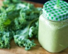 Tired of your green smoothies tasting like swamp water Youre in luck! This recipe will teach you how to make a kale smoothie that actually tastes good! Click the image for more info. Healthy Green Smoothies, Apple Smoothies, Green Smoothie Recipes, Healthy Fats, Healthy Drinks, Detox Drinks, Protein Smoothies, Diabetic Smoothies, Detox Fruits