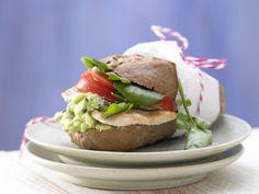 Puten-Avocado-Burger: Vollkornbrötchen mit Pute und Avocado - ideal als Mittagessen aus der Hand. Der Burger liefert den halben Tagesbedarfs an Zink.