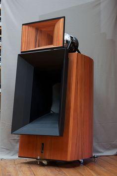 Blumenhofer Acoustics' Gran Gioia it keeps what the names promises Pro Audio Speakers, Audiophile Speakers, Horn Speakers, Sound Speaker, Diy Speakers, Hifi Audio, Built In Speakers, Speaker Box Design, Audio Design