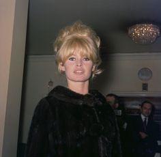 Роскошная Брижит Бардо (Brigitte Bardot) в объективе фотокорреспондента Рэя Беллисарио (Ray Bellisario).