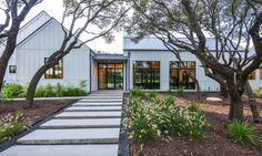 Modern farmhouse style in Texas showcases fantastic design inspiration This modern farmhouse style home was custom designed by Geschke Group Architecture and built by Arbogast Custom Homes, located in Austin. Farmhouse Architecture, Modern Farmhouse Exterior, Modern Farmhouse Style, Farmhouse Style Decorating, Farmhouse Design, Residential Architecture, Architecture Design, Texas Farmhouse, Farmhouse Decor