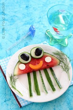 Jelly fish on my plate made out of watermelon, mints, cucumbers, Olives, carrots and watermelon edges Cute Snacks, Cute Food, Good Food, Food Art For Kids, Cooking With Kids, Food Kids, Edible Crafts, Food Crafts, Kids Crafts