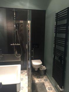 Salle de bains noir et verte C2villaucourt.com