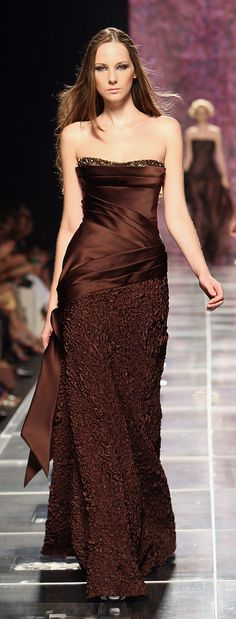 Le A la Mode, phe-nomenal: Tony Ward Fall 2008 Couture Elie Saab, Beautiful Gowns, Beautiful Outfits, Traje Black Tie, Mode Costume, Brown Dress, Brown Fashion, Mode Style, Dream Dress