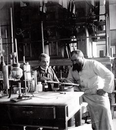 The engineer Emil Max Würt, on the right, and a co-worker in the chemical laboratory of the mill, analyzing the quality of the flour. On the left one of his drawing of the composition of a grain.