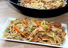 Kínai sült tészta Asian Recipes, Ethnic Recipes, Japchae, Spaghetti, Food And Drink, Chinese, Yummy Food, Cooking, Drink Recipes