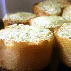 Pesto en parmezaanse kaas crostini @ allrecipes.nl