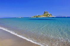 Характерный для острова Кос огромный песчаный пляж — одни из лучших в Греции. Он очень популярен среди местных жителей и туристов благодаря чистейшей воде и мелкому песку. Как и весь остров Кос, это место отлично подходит для людей, которые ищут сугубо пляжный отдых.