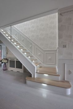 An ultra-modern staircase in light oak with LED lights installed under the treads to subtly illuminate the staircase. Home Stairs Design, Home Interior Design, House Design, House Staircase, Staircases, Flur Design, Hallway Designs, Modern Stairs, House Entrance