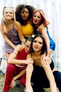 Victoria Beckham hints at a special Spice Girls Olympic performance. Spice Girls Songs, Spice Girls Outfits, Indie Outfits, Grunge Style, 90s Style, Teen Style, Soft Grunge, 90s Fashion, Trendy Fashion